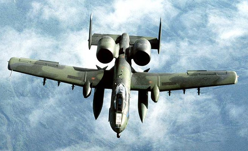 الرصاصة الصاعقة  A-10 Thunderbolt A-10-fornt-11
