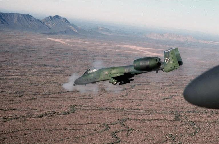 الرصاصة الصاعقة  A-10 Thunderbolt A10_1