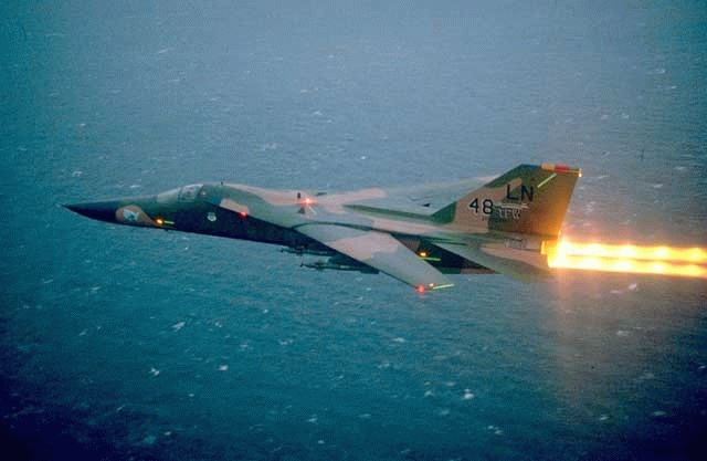 القاذفة التكتيكية الامريكية القوية جدا F-111 طائرة جبارة بكل المقاييس F-111-00000003