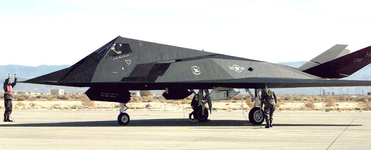 Ενόψει παγκόσμιας σύγκρουσης: Τον θρυλικό «κυρίαρχο της νύχτας» F-117 Nighthawk έβγαλε η USAF – Τι δοκίμαζε