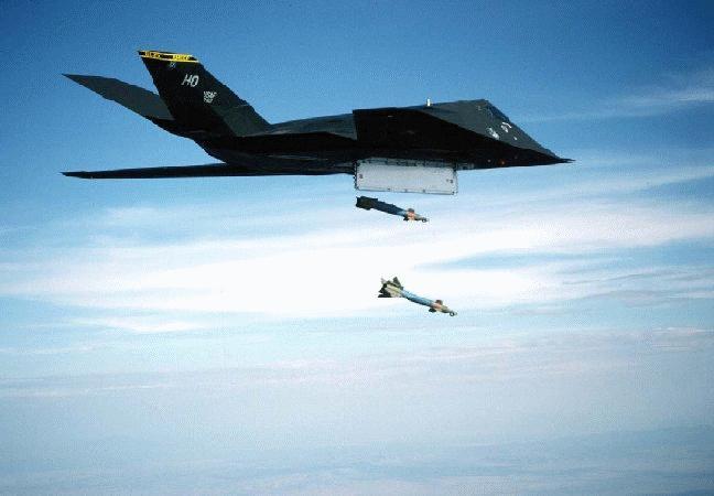 الطائر الامريكية الغير مرئيةطائرة التسلل الأمريكية الغير مرئية F-117a-2gbu
