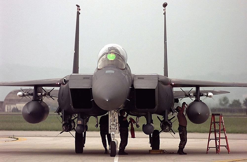"""空军世界 :: F-15E""""攻击鹰""""战斗轰炸机"""