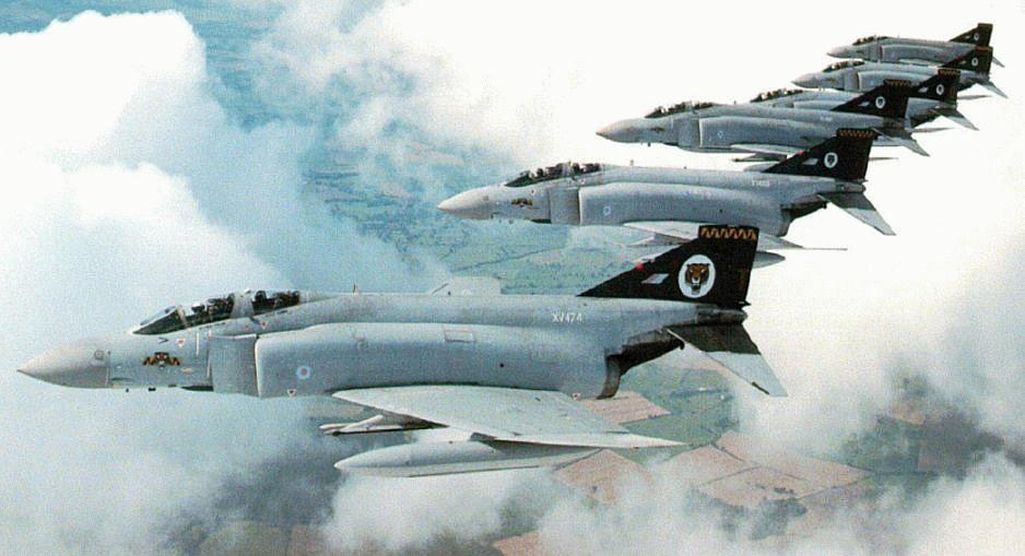 McDonnell Douglas F-4 Phantom IIN (interceptor y cazabombardero supersónico, biplaza, bimotor y de largo alcance USA) - Página 2 F-4-phantoms