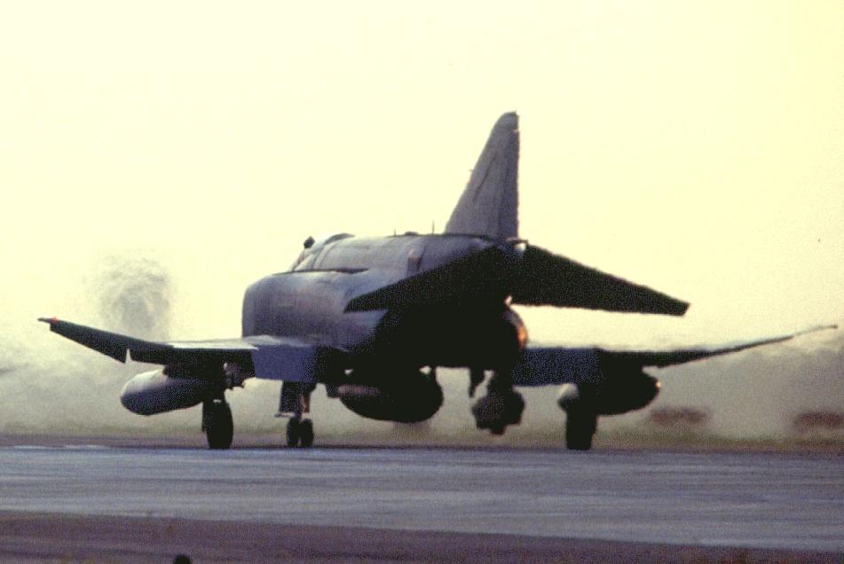 اسرع 50 طائرة في العالم F-4x2