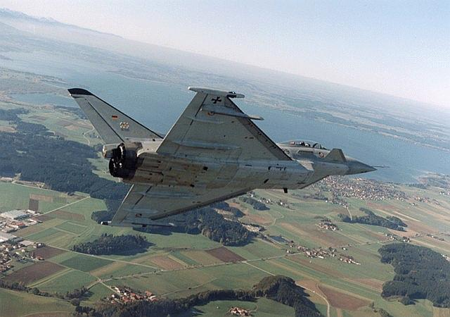 طائرة التايفون الترانش الثالث الجبارة