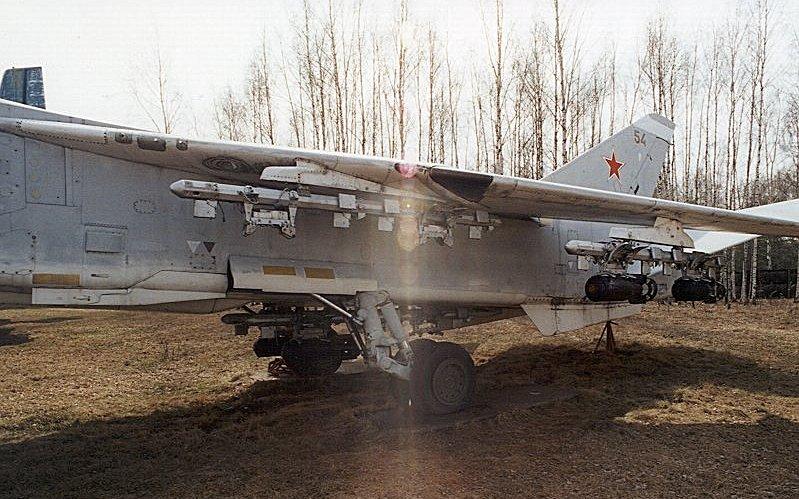 موسوعة الطائرات الروسية Ru_monino_aircraft_su24_02