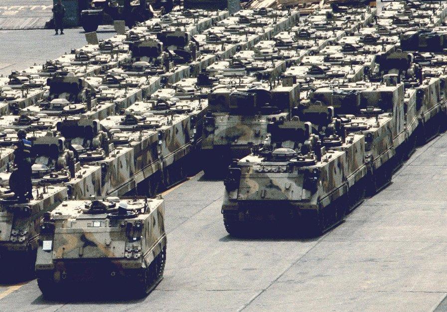 الصفقات العسكرية المغربية M113-marshalled-pierside