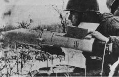 الصواريخ المضادة للدبابات . At-3_manpack_001-s