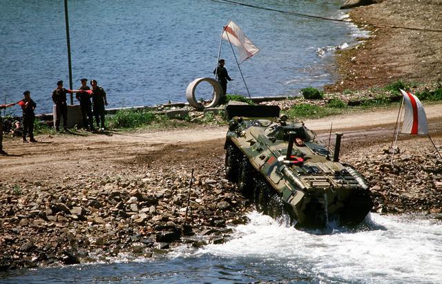 Vehiculo blindado Sedena-Henschel HWK-11 - Página 2 Btr-70-DNST9800550_JPG